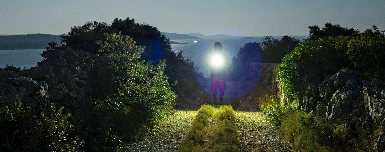 高功率LED非常适合用于手电和工作灯等产品,在夜间也能够提供如同白昼的照明效果。图片来源:欧司朗