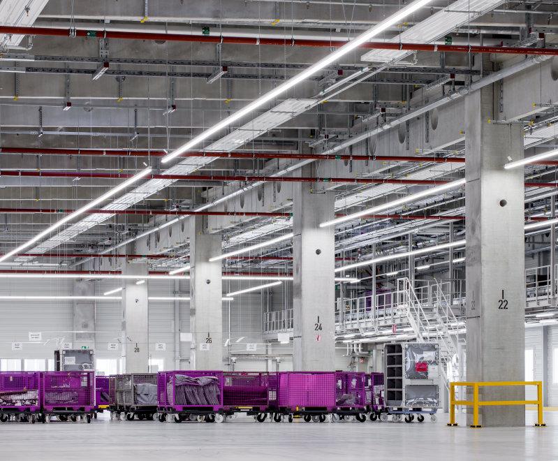为工业,制造业,仓库等环境提供照明解决方案