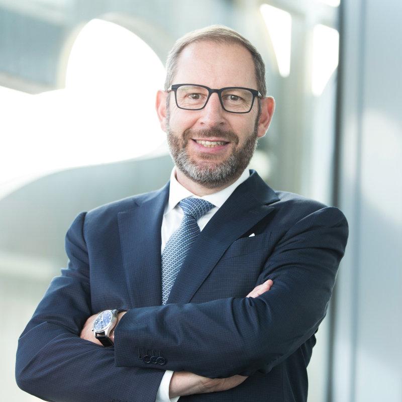 Stefan Kampmann 博士